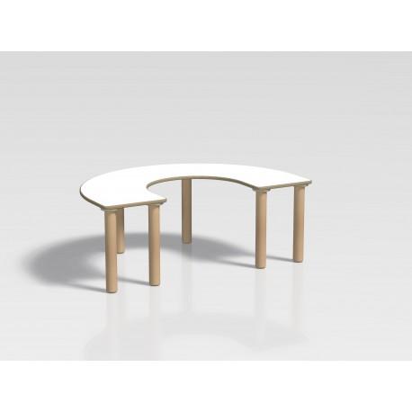 Tavolo pappa semicircolare Ovvio in legno con rivestimento in laminato by TANGRAM di 2H arredi per asilo