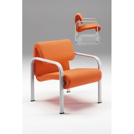 Poltrona 440 con braccioli in metallo con sedile e schienale imbottiti by TANGRAM di 2H arredi per asilo